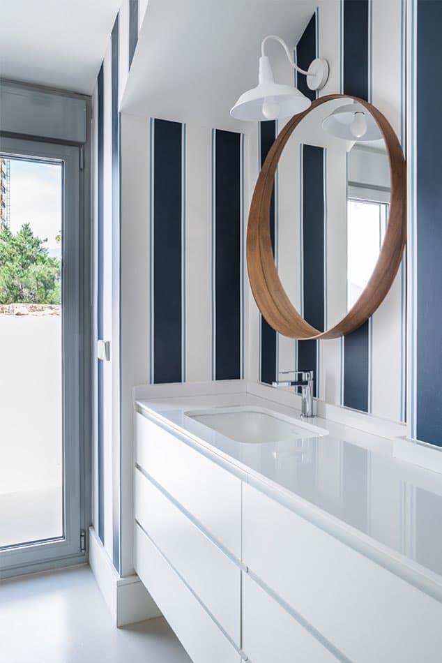 Estudio María Santos Reforma integral y decoración de vivienda mediterránea marbella cuarto de baño marinero
