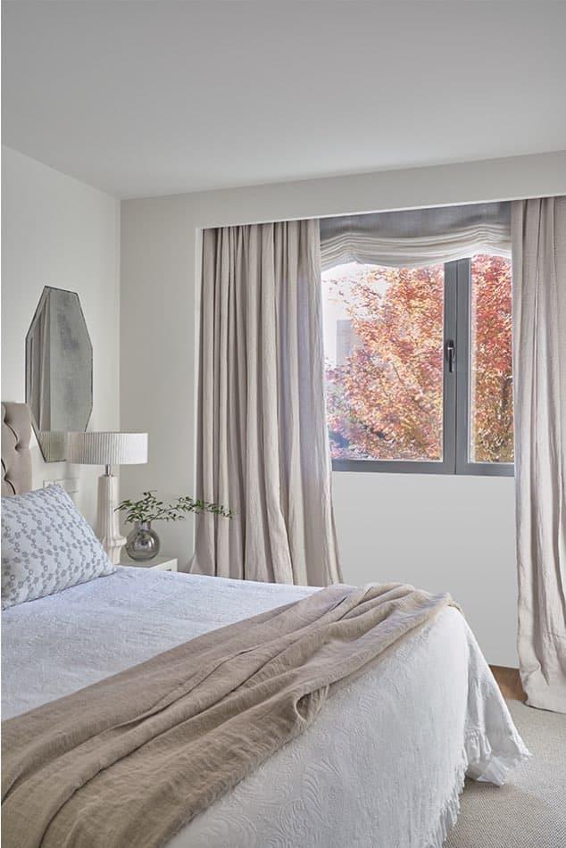 Estudio María Santos Reforma integral y decoración de vivienda minimalista Madrid dormitorio