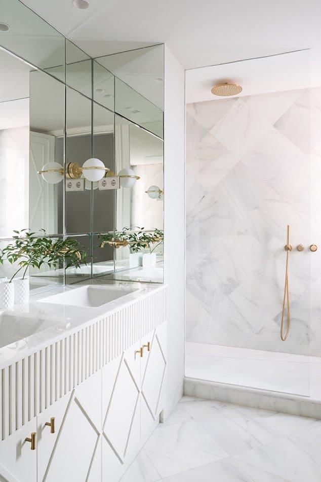 Estudio María Santos Reforma integral y decoración de vivienda minimalista Madrid cuarto de baño blanco en marmol