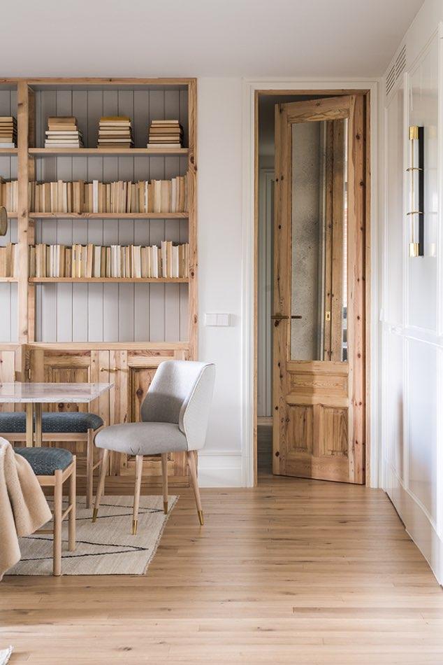 Estudio María Santos Reforma integral y decoración de vivienda minimalista Madrid tonos madera