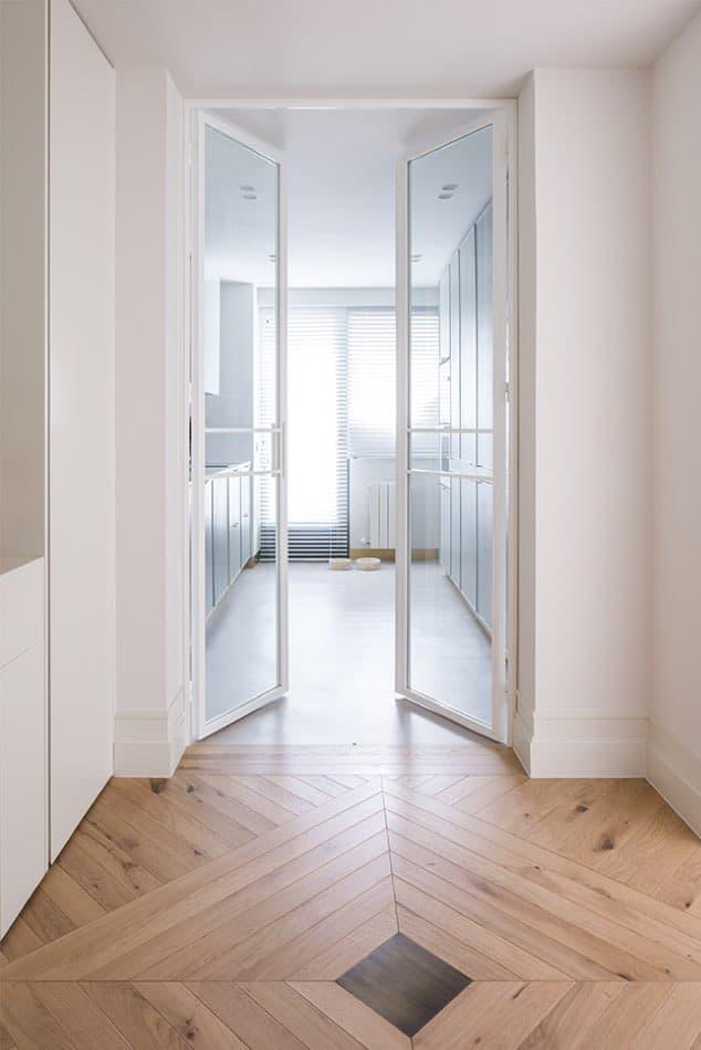 Estudio María Santos Reforma integral y decoración de vivienda minimalista Madrid parqué moderno