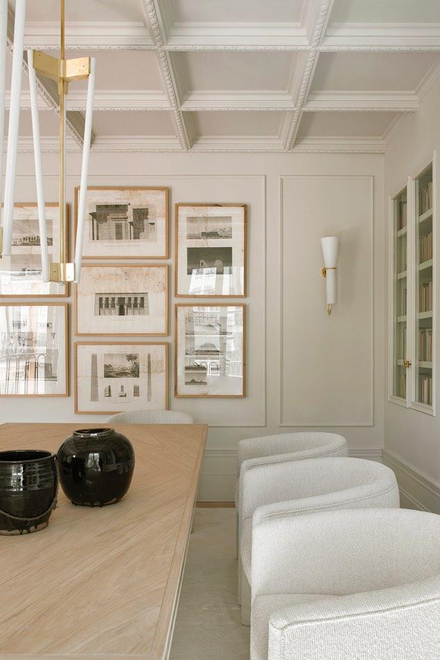 Estudio Maria Santos Reforma integral y decoración en Madrid comedor minimalista con diseño nórdico, con sillas de tres patas blancas