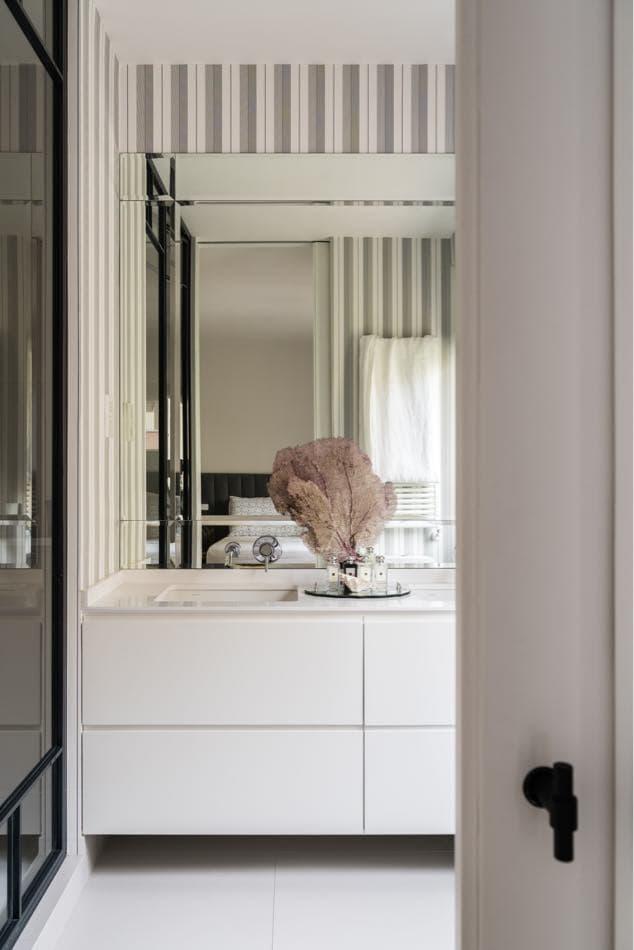 Estudio María Santos Reforma integral y decoración de vivienda minimalista Madrid cuarto de baño coral natural