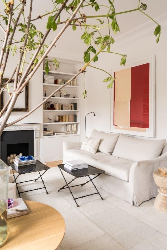 Estudio María Santos Reforma integral y decoración de vivienda minimalista Madrid sofá tonos blancos