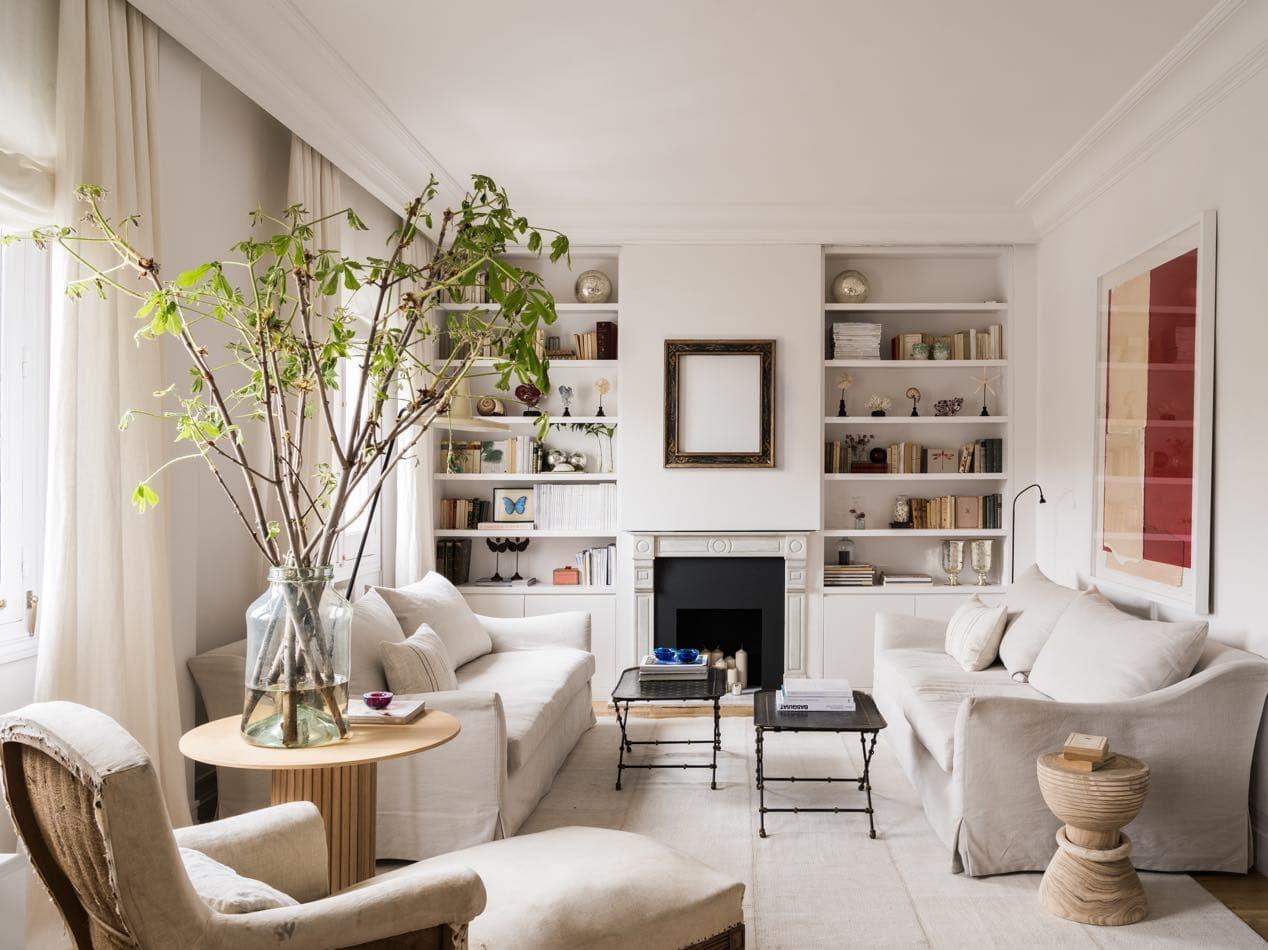 Estudio María Santos Reforma integral y decoración de vivienda minimalista Madrid salón tonos blancos