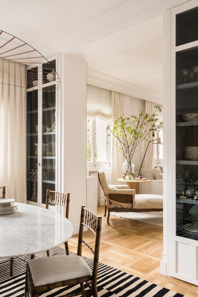 Estudio María Santos Reforma integral y decoración de vivienda minimalista Madrid comedor