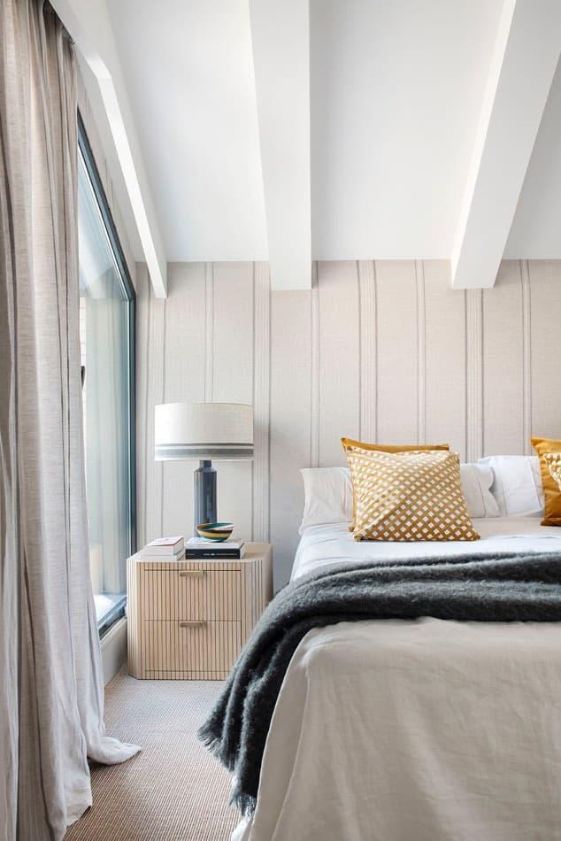 Estudio María Santos Reforma integral y decoración de vivienda minimalista Madrid habitación